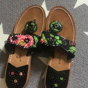 Good used condition black patterned Jack Rogers